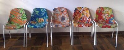 cadeiras plasticas forradas com chita