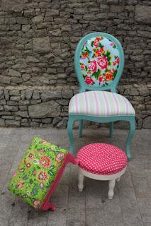 cadeira e bancos forrados com chita no blog detalhes magicos