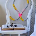 Cadeira bordada no blog Detalhes Magicos