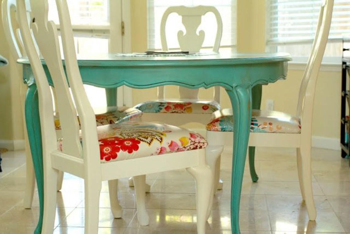 Mesa de jantar colorida no blog Detalhes Magicos #7F3817 1151x768
