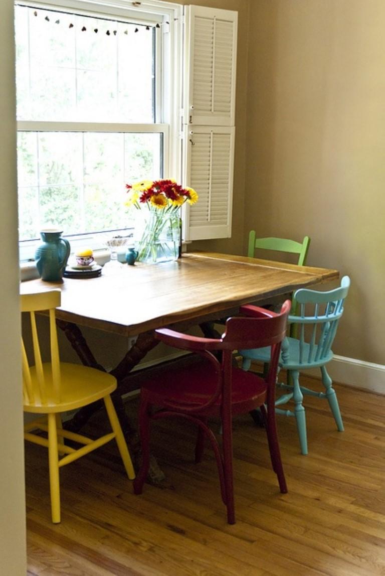 Cadeiras coloridas no blog Detalhes Magicos
