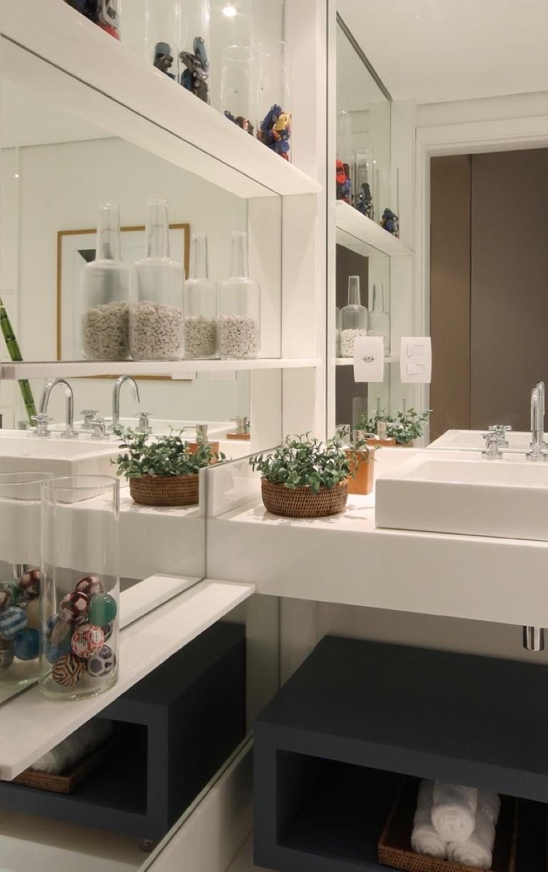 Espelhos no banheiro  Detalhes Mágicos # Decoracao De Sala Banheiro