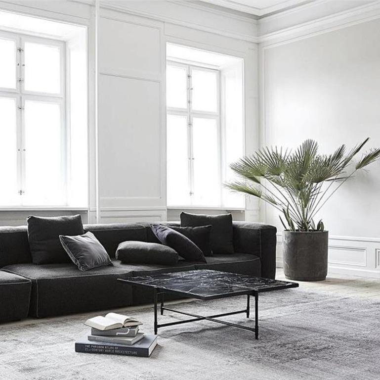 E na sala tem um lindo sof preto detalhes m gicos for Minimalist house instagram