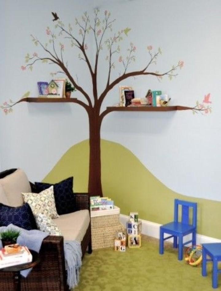 Prateleira árvore com adesivo. Imagem Houzz.