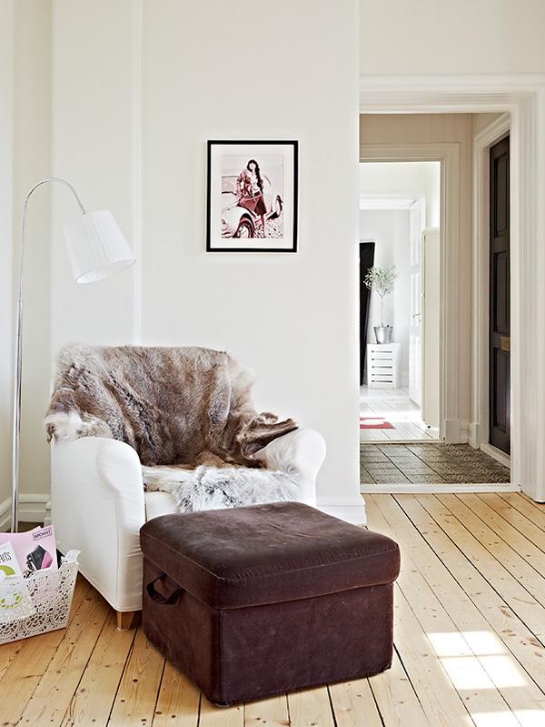Tapetes e cortinas protegem como uma roupa. Quando entramos em um ambiente com tapetes e cortinas, sentimos acolhimento, não é verdade? Ele não parece vestido? Notamos mesmo a diferença no dia em que retiramos um deles!